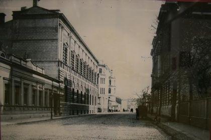 На старой стороне улицы